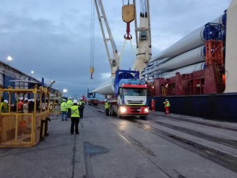 EMPORMONTT - Empresa Portuaria Puerto Montt - SEGUNDO EMBARQUE QUE RECIBE EMPORMONTT PARA PARQUE EÓLICO AURORA